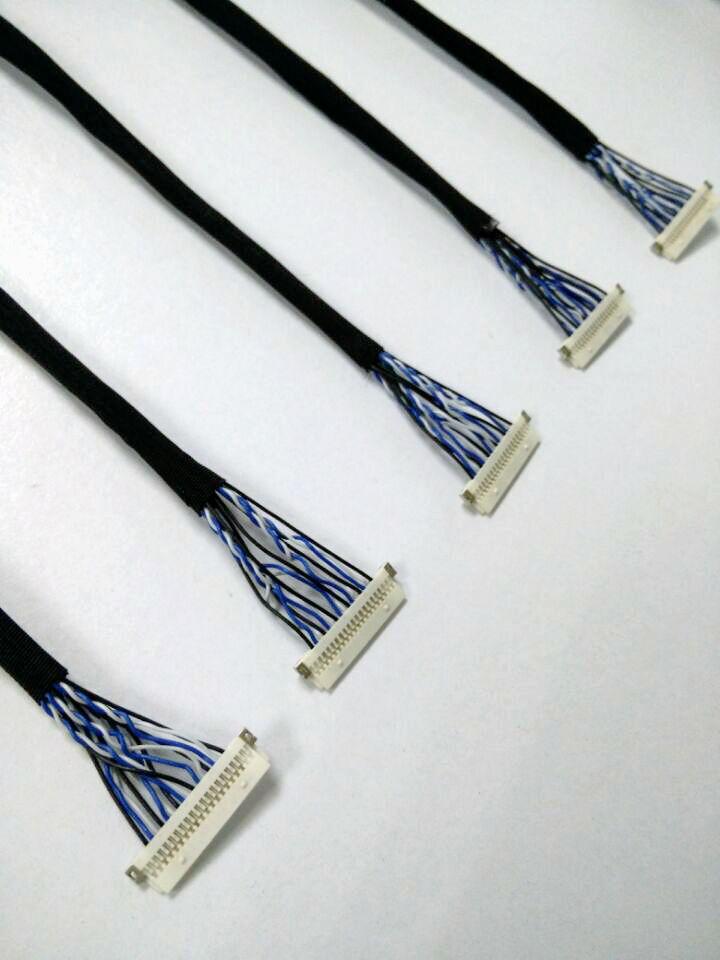 Photo de 4 connecteurs alternatifs